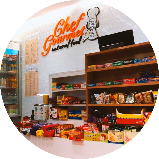 punto de venta que ofrece sus 19 opciones de almuerzo más los productos de cafetería y kiosco